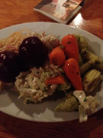 Ball and Chain Grill : salad bar