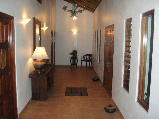 The Resort at Wilks Bay: Hallway in 3 bedroom villa