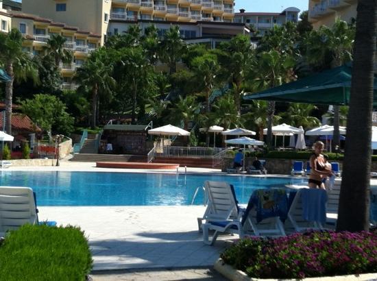 Hotel Iz Flower Side Beach: one of the pools
