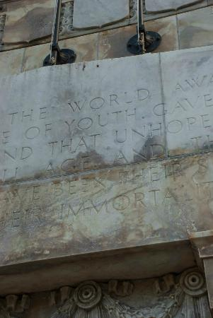 Wellington Cenotaph: Writing on the monument