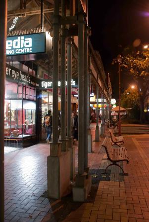 Distrito de la calle Cuba: After dark