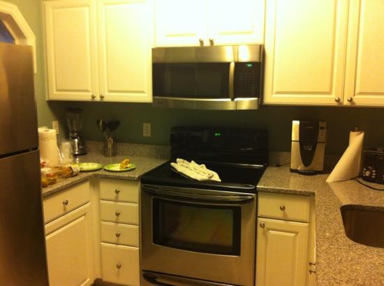 Village at Hawks Cay Villas by Keys Caribbean: 5002 kitchen (anything messy looking is our fault!)