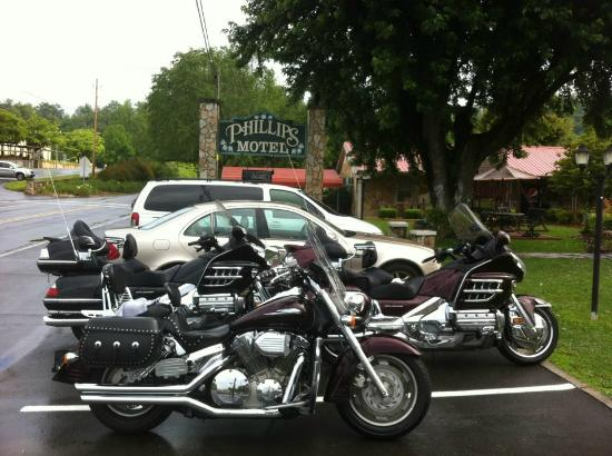 Phillips Motel: You and your bikes will be treated like family!