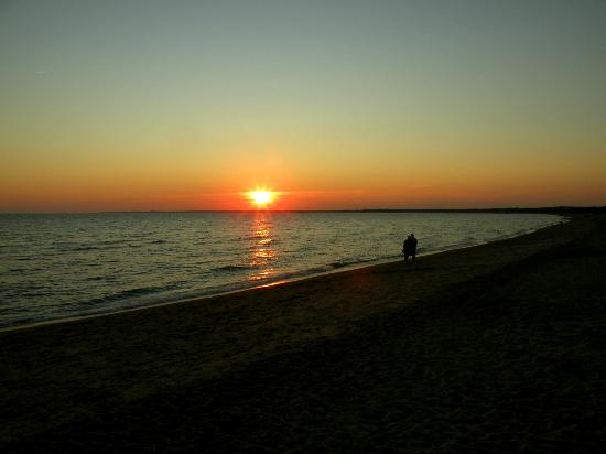 Hammonasset Beach State Park: Sunset over the beach