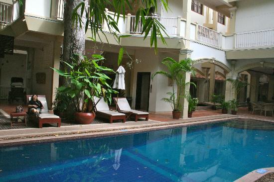 Casa Angkor Hotel: POOLSIDE