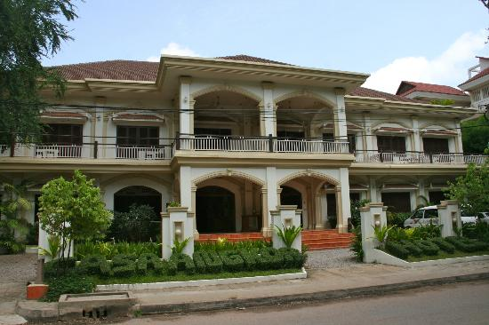 Casa Angkor Hotel: FACADE BY DAY