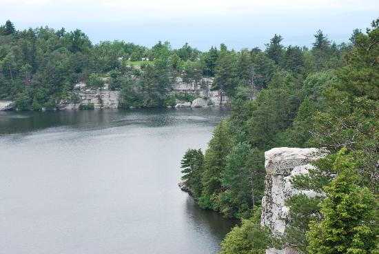 Minnewaska Lodge : lake view