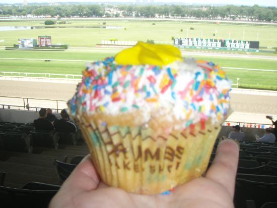 Crumbs : Birthday Cake Cupcake