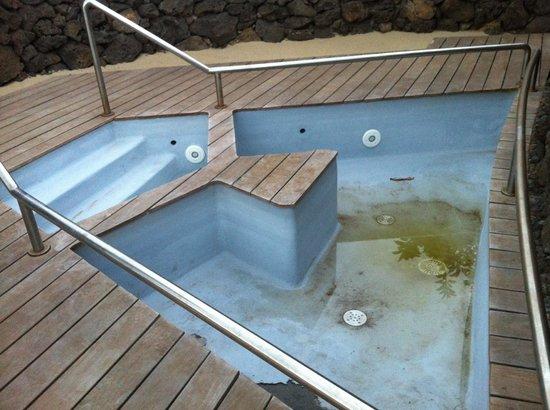 Hotel Hangaroa Eco Village & Spa: Hidromassagem também fora de uso! :(