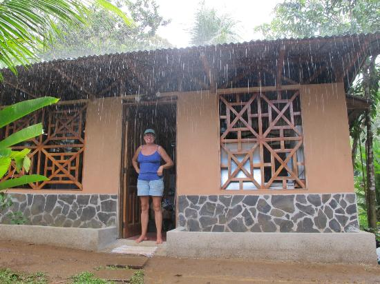 Casita Corcovado: Jamie is happy about the rain, since it doesn`t rain very often in the dry season