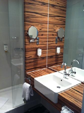 H4 Hotel Muenster: bathroom