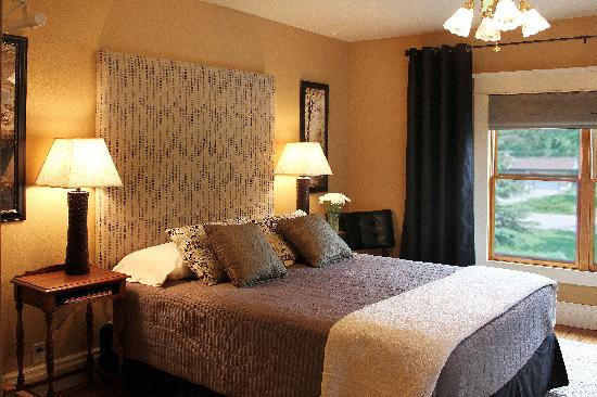 The Miller's Daughter Bed and Breakfast: Victoria's Tower room