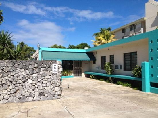 Borinquen Beach Inn: front side