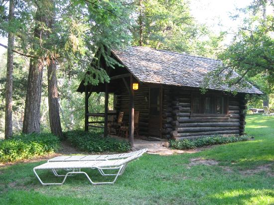 Garland's Oak Creek Lodge: Exterior of Cabin #1