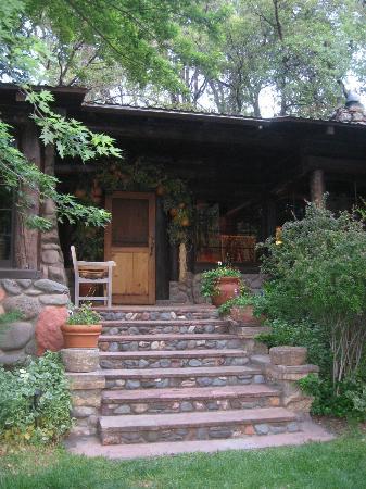 Orchard Canyon on Oak Creek: Lodge entrance