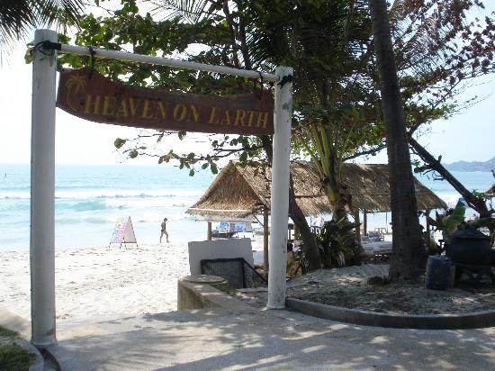 Chaweng Cabana Resort: To the beach