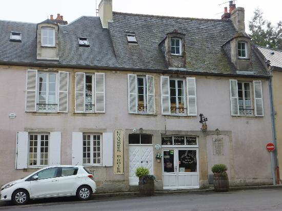 Logis Les Remparts -  Bed and Breakfast: Logis Les Remparts