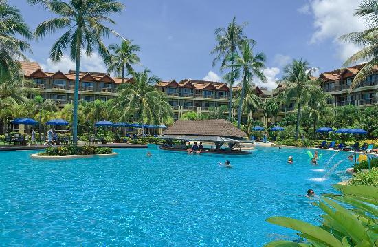 Merlin Beach Resort: Swim up bar
