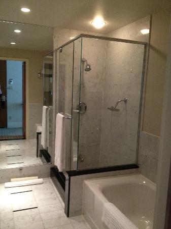 Sofitel Montreal Golden Mile Bathroom