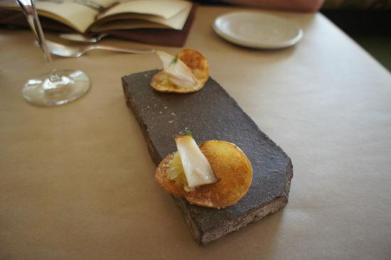 Willows Inn Restaurant: Potato chip with black cod