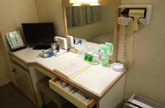 Hiroshima Rich Hotel Namiki-Dori: デスクまわり
