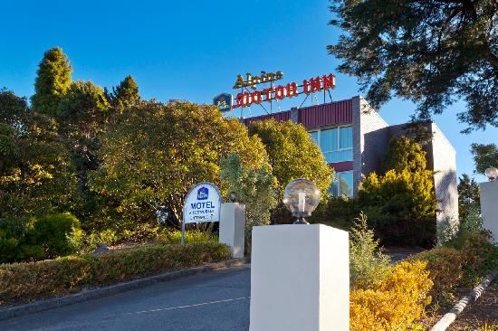Best Western Alpine Motor Inn: Restaurant Entrance