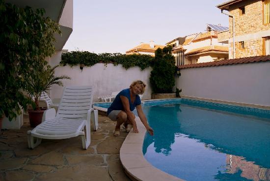 Hotel More: Очень неплохой бассейн.Хоть и пляж рядом