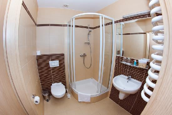 Amber Hotel: Bathroom