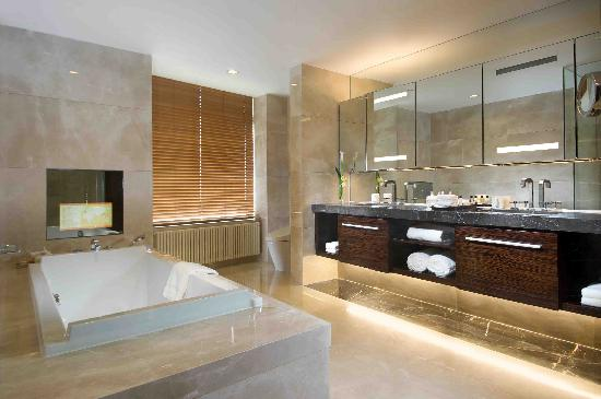 Fraser Suites Top Glory Shanghai: Bathroom