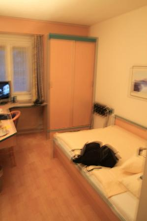 Comfort Hotel Royal Zurich : Single room