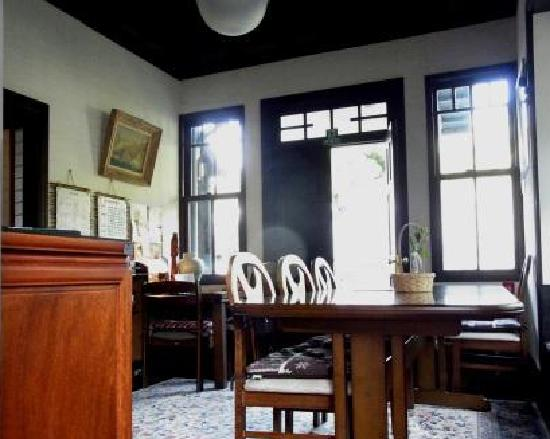 Guest House Tamura : レトロな雰囲気のホール