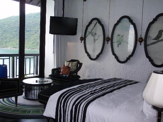 InterContinental Danang Sun Peninsula Resort: Atrium Suite Bedroom- bed was like sleeping on a cloud