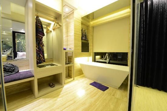 Grand Mega Resort & Spa Bali: Cozy Bath Tub