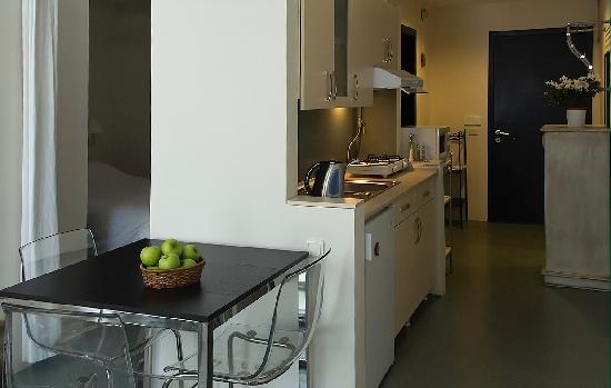 Istanbul Suites: Kitchenette
