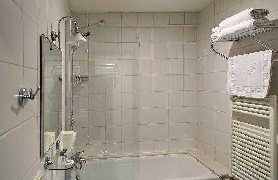 Istanbul Suites: Bathroom