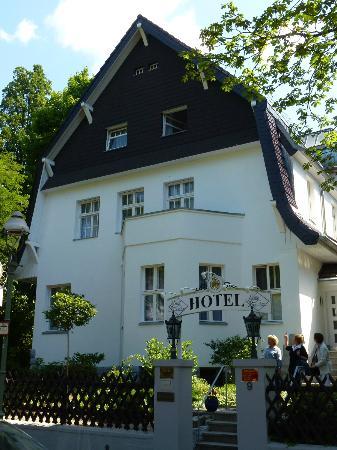 Landhaus Schlachtensee: June 2012 - Hotel front (portrait)