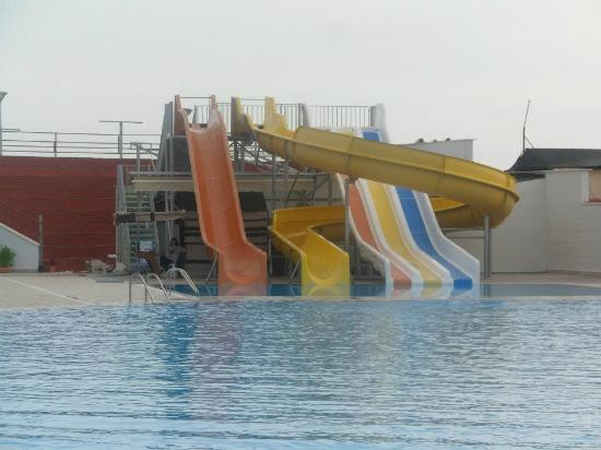 Bera Hotel Alanya: rear mens pool slides