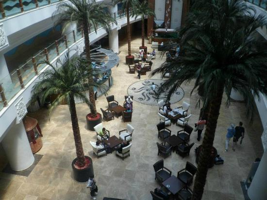 Bera Hotel Alanya: photo taken from lift to ground floor of hotel