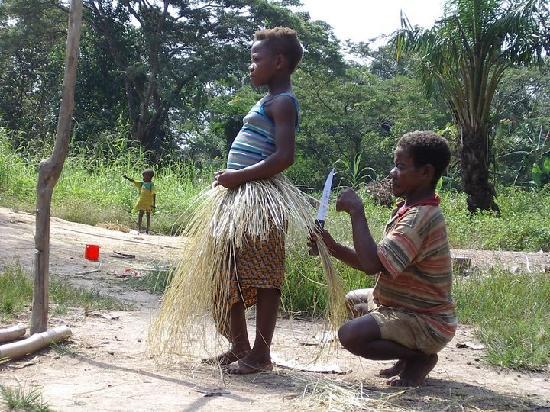 República Democrática del Congo: Pygmy traditional Dancer