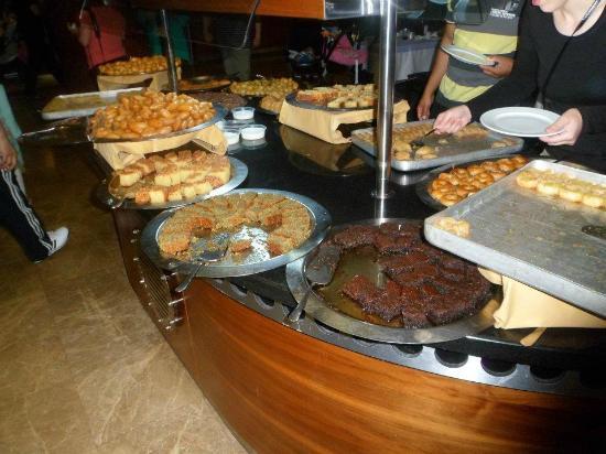 Bera Hotel Alanya: desert buffet