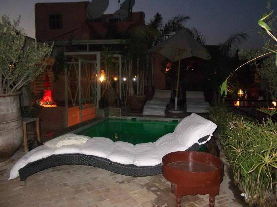 Riad Moullaoud : jacuzzi at night