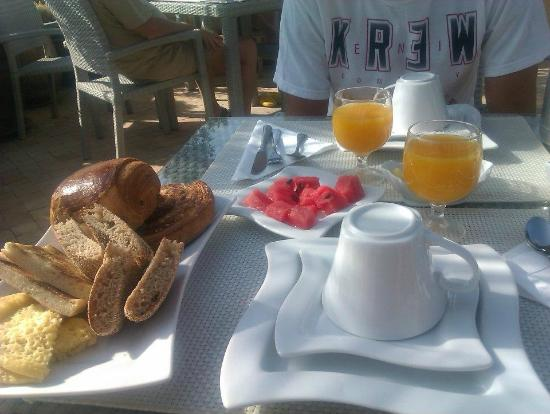 Riad Moullaoud: breakfast