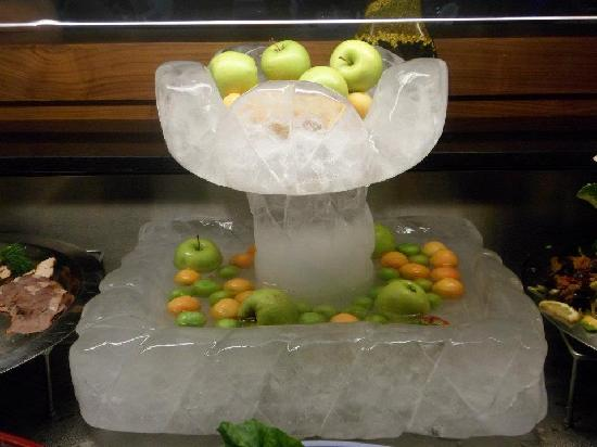 Bera Hotel Alanya: cold fruit on ice