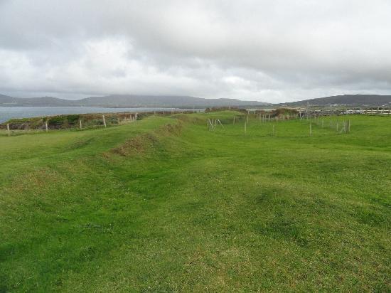 Dun An Oir: Fortification walls underneath?