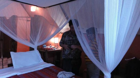 Karama Lodge & Spa: Inside the room complete with 4 poster beds