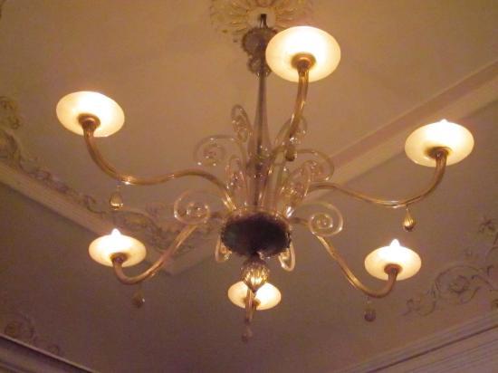 Sganga Kondé King: Il lampadario