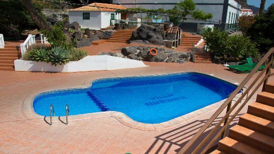 Villa Aurora Apartamentos y Pension: Vista de la piscina