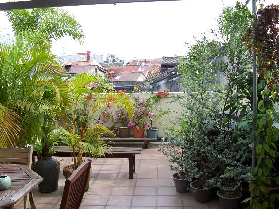 Roof Top Guest House Melaka: Roof sitting area