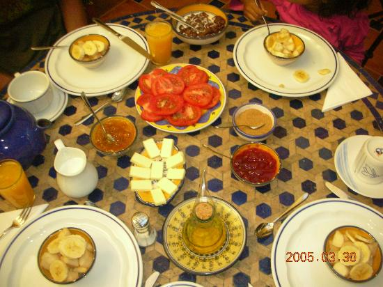 Baraka Bed and Breakfast: tomatoes spanish style with love olive oil and toast!