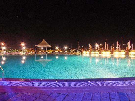 Excelsior Grand Hotel: Pool at night
